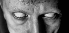 occhi bianchi, senza iride
