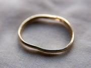 anello ammaccato, rovinato