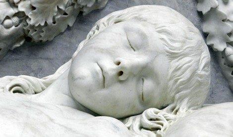 Sognare bambino che piange, malato, scomparso